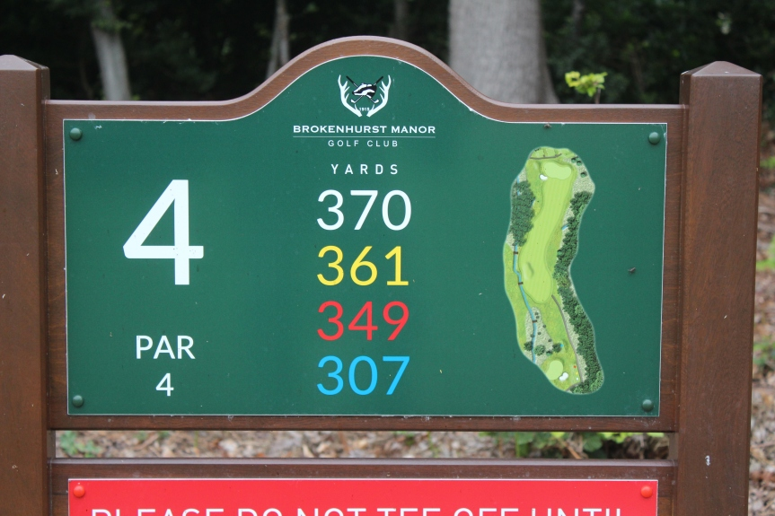 4th Hole @Brokenhurst – Out of Bounds or Red PenaltyArea?